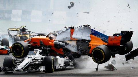 Formula 1 pilotu Alonso hastaneye kaldırıldı