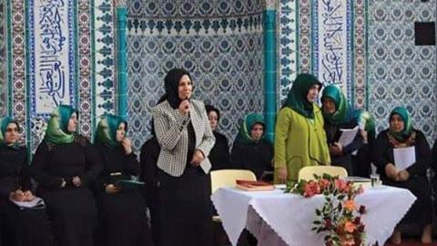 AKP'li kadın vekil camide propaganda yaptı!