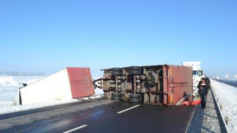 Aksaray Haberleri: Buzlanan yolda 5 araçlı zincirleme kaza: 2 yaralı 12