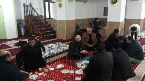 Dini istismar tam gaz sürüyor! AKP'den camide kahvaltılı toplantı