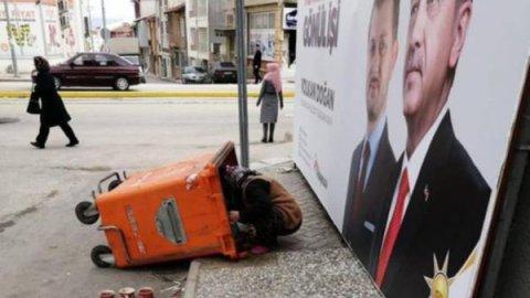 Erdoğan'ın afişinin önünde yoksulluğun fotoğrafı