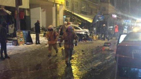 Kar yağışının etkili olduğu İstanbul'da feci kaza! 1 ölü