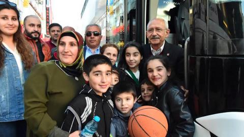 Kılıçdaroğlu, Çekmeköy'de vatandaşla buluştu