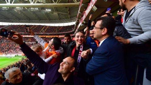 Ali Sami Yen'de İmamoğlu izdihamı! 'Canlı daha güzelmişsin'
