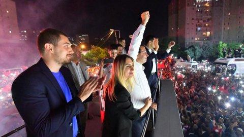 Ekrem İmamoğlu seçim zaferini Beylikdüzü'nde kutladı