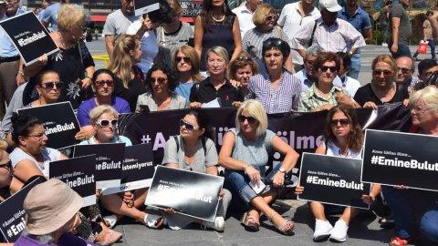 CHP Kadın Kolları'ndan dört bir yanda Emine Bulut eylemi