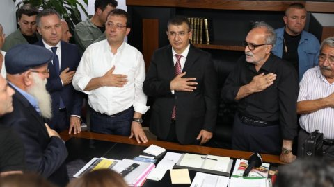 Ekrem İmamoğlu Gazi Cemevi'ni ziyaret etti
