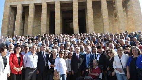 CHP heyeti, 96. yıldönümünde Anıtkabir'i ziyaret etti
