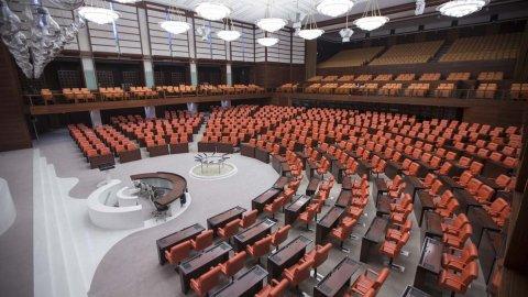 Meclis'teki vakada ikinci koronavirüs testi de pozitif: Milletvekilleri, aşçılar, şoförler karantinada