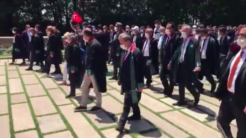Anıtkabir'e ulaşan baro başkanları Aslanlı Yol'da yürüdü