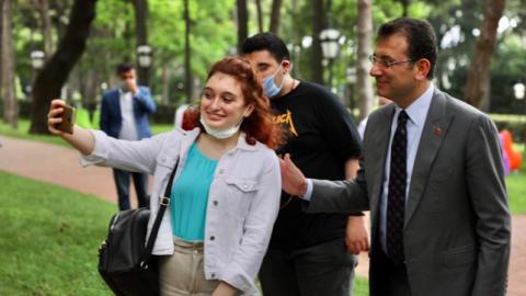 Ekrem İmamoğlu, YKS'ye girecek öğrencilerle bir araya geldi