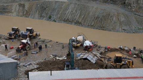 Yusufeli Barajı şantiyesini sel vurdu, 1 kişi hayatını kaybetti
