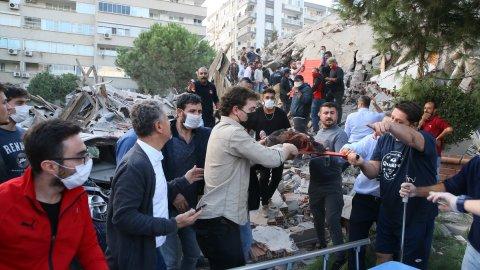 İzmir'deki depremde 4 kişi hayatını kaybetti! 152 yaralı var