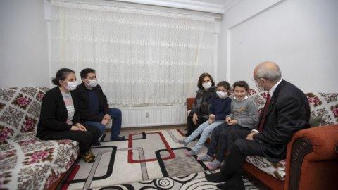 Kılıçdaroğlu çifti apartman görevlisi Büke Ailesi'ni ziyaret etti
